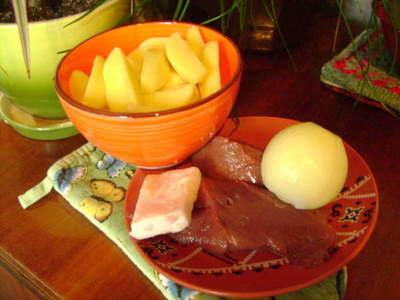 Liver with potatoes in a pan - how to cook beef liver with potatoes, a step by step recipe photos