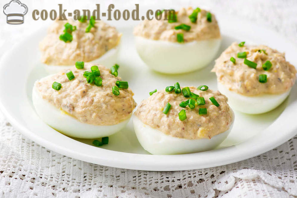 Excellent appetizer: stuffed eggs - video recipes at home