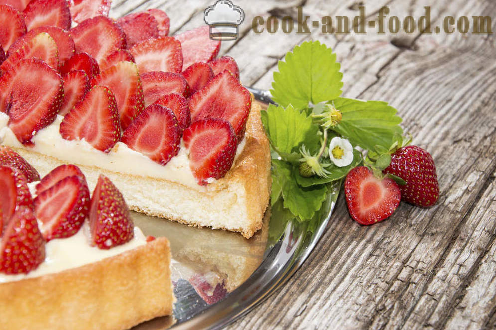 Cake, airy cream and strawberry tea by Ivlev and carob - video recipes at home
